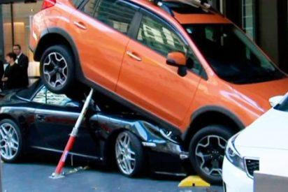 Así empotró el aparcacoches de un hotel un Porsche al intentar llevarlo al garaje