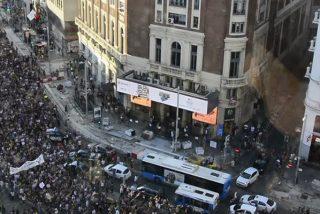 Multitudinaria protesta en Madrid por la libertad provisional de los miembros de La Manada
