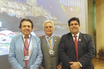 """La Sociedad de San Vicente de Paúl entrega su primera medalla """"Caridad en Esperanza"""" al Rotary Club International"""