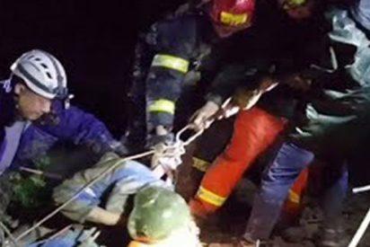 Así rescatan a cuatro montañistas atrapados en una cueva