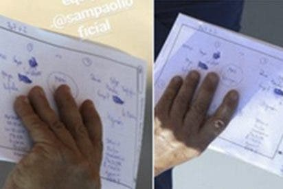 Sampaoli expone por descuido su libreta con las tácticas para el partido contra Nigeria
