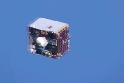 Un astronauta capta este satélite pasando a escasos metros de la Estación Espacial Internacional