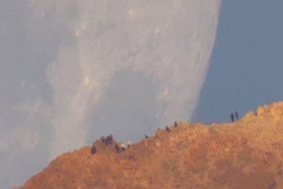 Esta espectacular Luna gigantesca ilumina la noche de la paradisíaca isla de Tenerife