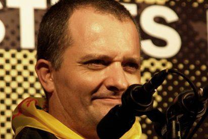 Al bufón separatista de TV3, Toni Albà, le van a lavar la boca por insultar a jueces y policías