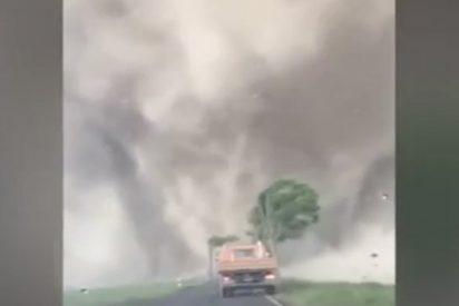 Esto es lo que pasa cuando te encuentras un tornado de frente en tu coche
