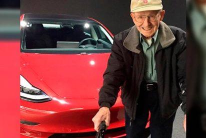 Un mecánico profesional de 96 años dueño de un Tesla Model 3 afirma que es el mejor coche que ha probado