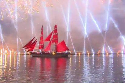Así es la impresionante celebración pirotécnica `Velas Escarlata´