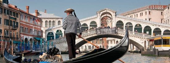 Cuatro filetes y un pescado: 4 turistas denuncian a un restaurante por el mayor sablazo de la historia