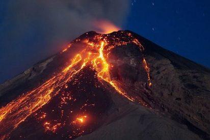 Nueve explosiones en el Volcán de Fuego alertan del riesgo de más erupciones