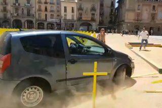 La despiadada caza al valiente que ha aplastado con su coche cientos de cruces amarillas en Vic