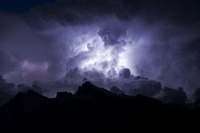 La nueva secuela del cambio climático son las nubes noctilucentes