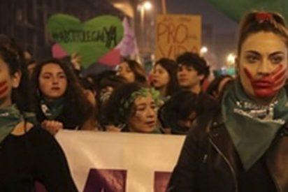 Tres mujeres han sido apuñaladas durante una masiva manifestación por la legalización del aborto en Chile
