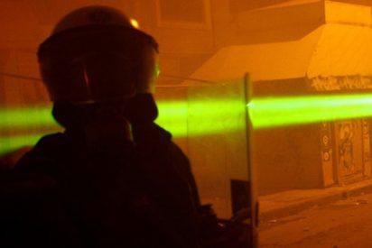 Los Creadores del 'AK-47 láser' muestran el arma en acción en respuesta a los escépticos