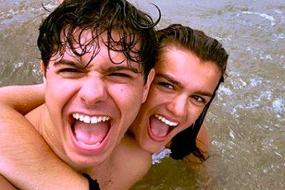 Alfred y Amaia disfrutan juntos de la playa
