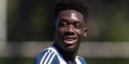 Alphonso Davies: Nació en un campamento de refugiados de Ghana, se inspiró en Messi y a los 17 años fichó por el Bayern Múnich