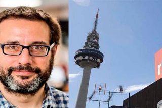 El lametón del podemita Andrés Gil al pirulí de RTVE para consolarse tras su amargo rechazo