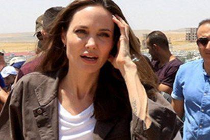 Angelina Jolie habló con una madre siria en su visita a un campo de refugiados en Irak