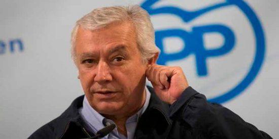 La caída de Javier Arenas: Pablo Casado le quita los galones y un plus de 2.500 euros