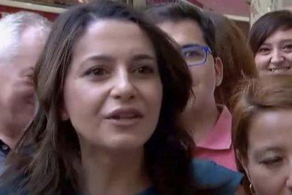 Así acosan los separatistas a Inés Arrimadas ante la pasividad de los Mossos
