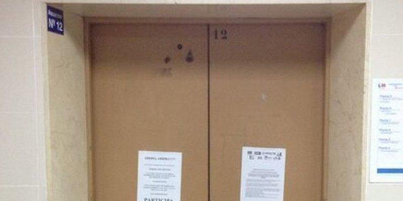 Caso resuelto: Las cámaras muestran cómo el hombre se suicida, abre el ascensor y se tira al vacío