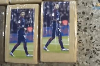 ¡Extraño botín!: 823 kilos de cocaína en paquetes que llevaban una foto del futbolista brasileño Neymar