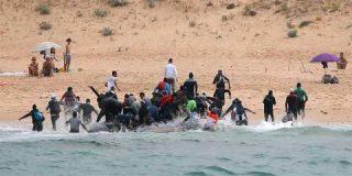 Buques de la Armada española para frenar la invasión de inmigrantes ilegales