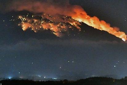Erupción del volcán Agung provoca pánico en la isla indonesia de Bali