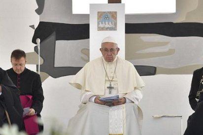 """El Papa reza en Bari por un Medio Oriente que """"hoy llora, sufre y calla, mientras lo pisotean"""""""