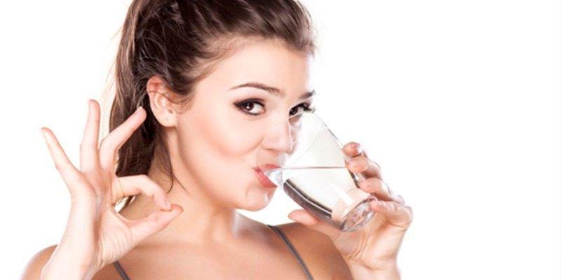 10 mitos falsos y 5 verdaderos sobre las bondades de beber mucha agua
