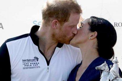 El ardiente y poco protocolario beso de Meghan Markle y el príncipe Harry