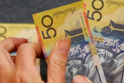 Australiano escribe los números mal y transfiere miles de dólares a un extraño