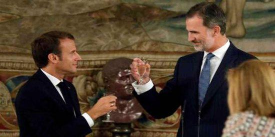 """El presidente Macron opta por la broma tras el plantón al Rey de España: """"Cenaremos a hora española"""""""