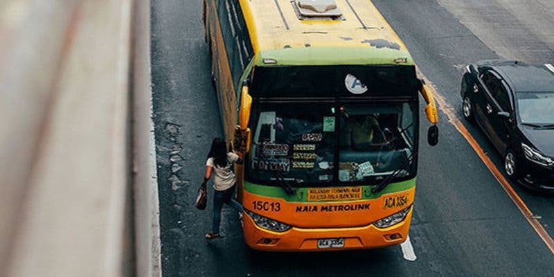 Muere un niño que dejaron 'olvidado' dentro de un autobús escolar bajo un calor sofocante