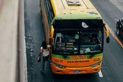 Estos jóvenes robaron en un bus turístico en marcha en Francia en plena celebración del Mundial