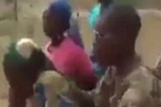 Soldados de Camerún asesinan a sangre fría a mujeres y niños (18+)