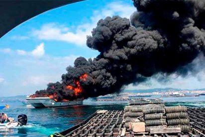 Arde un barco turístico con 50 personas a bordo en la Isla de la Toja