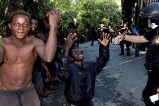 La oleada de migrantes ilegales asfixia a Policía y Guardia Civil, mientras Sánchez y Marlaska tocan el violón