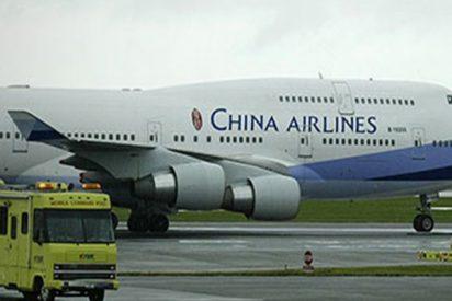 El inquietante momento en que un avión chino se sale de pista y suspende su aterrizaje