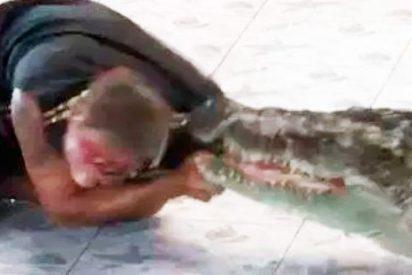 El sangriento ataque de un cocodrilo a su domador (VIDEO)