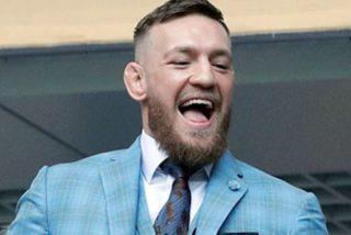 Conor McGregor alimenta y acaricia a un tigre en Rusia