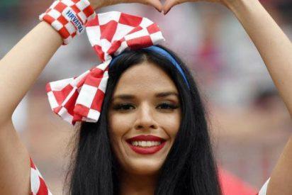 Los aficionados croatas calientan motores antes de la final del Mundial