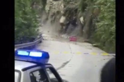 Un deslizamiento de tierra corta una carretera de China
