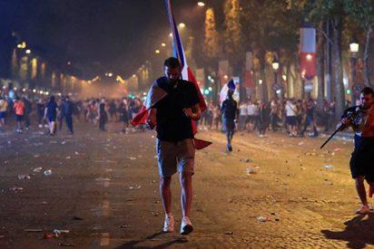 Brutales disturbios en Francia durante la celebración del Mundial