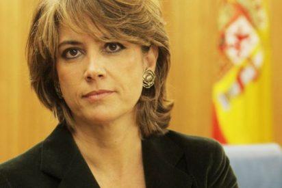La zancadilla de la ministra Delgado a don Juan Carlos que hace caer de bruces al rey Felipe VI
