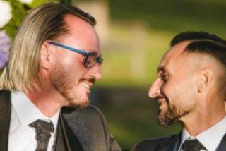 """Un cura se casa con su novio y desata el escándalo en Italia: """"Amo a Dios y a mi marido"""""""