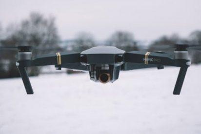 Momento exacto en el que hallan con un dron a un alpinista dado por muerto en el Himalaya
