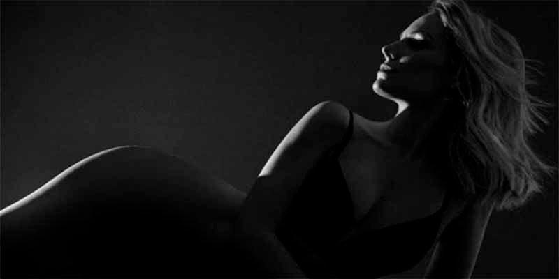 Edurne celebra el millón de seguidores con un 'desnudo' embrujador y misterioso
