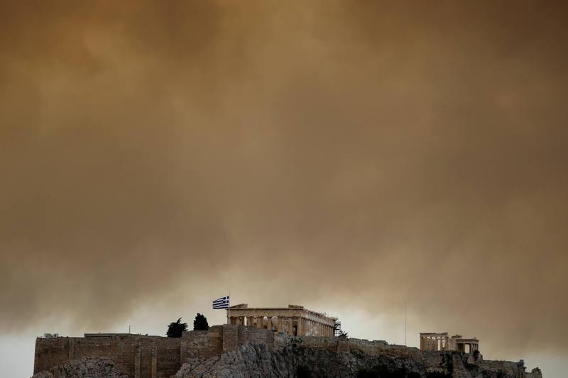 """El Papa expresa su """"profunda tristeza"""" por los incendios en Grecia, que ya se han cobrado la vida de 60 personas"""