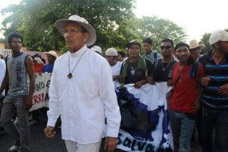 """El Padre Solalinde se dice """"una piedrita en el zapato"""" de la jerarquía mexicana"""