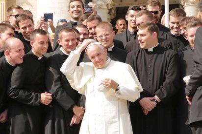 """Francisco pide que los sacerdotes se sientan """"ayudados y confortados"""" por los fieles"""